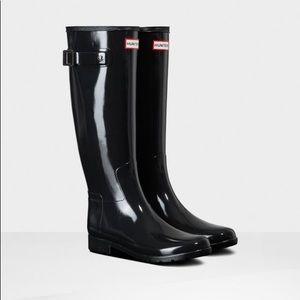 Women's glossy Hunter rain boots - size 8